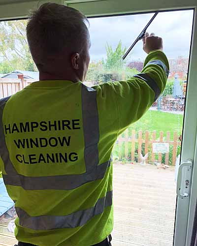 Southampton window cleaning service for home owners, shops, offices and businesses
